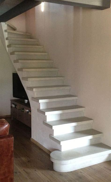 fabrication  pose descalier en beton gris lisse