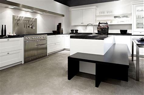 Lform Küche Mit Insel Und Essplatz In Weiß
