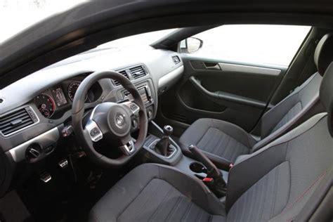 2012-jetta-gli-interior-03.jpg