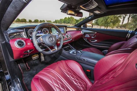The automatic petrol engine has a mileage of 10.7 km/l. Discover The Mercedes S63 AMG Cabriolet Interior