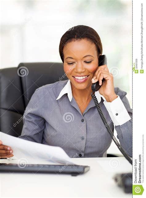 employ馥 de bureau téléphone d 39 employé de bureau images libres de droits image 33491009