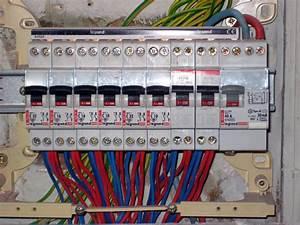 Tableau électrique Triphasé Legrand : norme tableau electrique legrand achat electronique ~ Edinachiropracticcenter.com Idées de Décoration