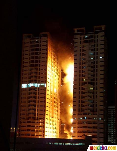 foto dahsyatnya kebakaran gedung pencakar langit  uni