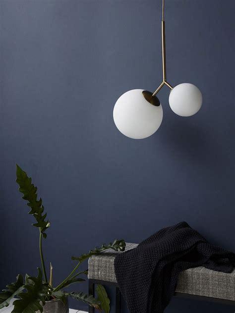 luminaire globe en opaline  laiton    deco