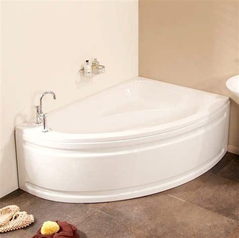 Small Bathtub by 17 Best Ideas About Corner Bathtub On Corner