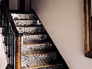 carrelage adhesif miroir pour eclairer la cage d escalier