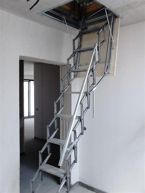 dachluke mit treppe dachlukentreppen staka f 252 r ein dachluke treppe und leiter