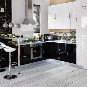 modele cuisine noir et blanc cuisines conforama des nouveautés aménagées très design
