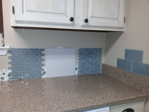 Kitchen Backsplash Edges : Backsplash Edging Dilemma