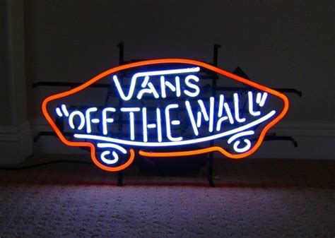 vans off the wall sign espotted
