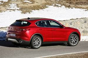 Stelvio Alfa Romeo : alfa romeo launches new stelvio suv in europe check it out in mega gallery w video carscoops ~ Gottalentnigeria.com Avis de Voitures