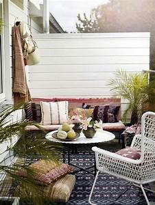 1001 ideen zum thema schmalen balkon gestalten und einrichten With markise balkon mit muster tapeten schwarz weiß