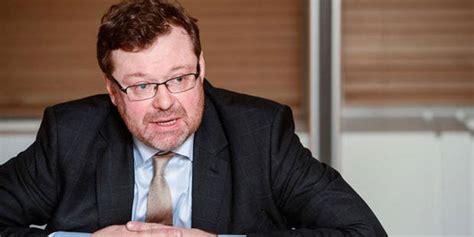chef de cabinet salaire ancien ministre ministre des finances didier reynders economie