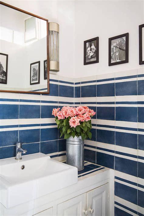 classy bathrooms  blue white tiles  paradissi