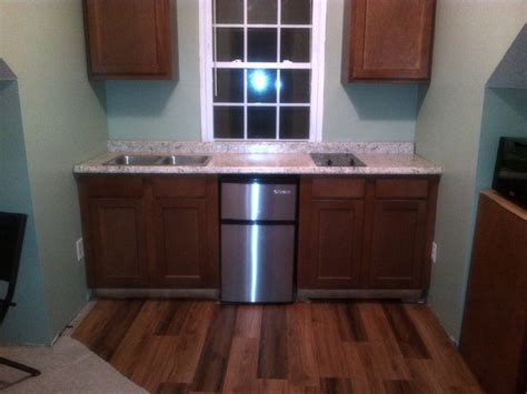 kitchen counters    deal   square walls  installing  countertop