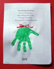 everlasting mistletoe parent hand print gift nuttin but preschool