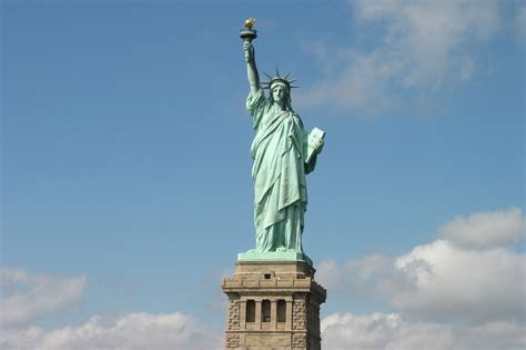 statue  liberty manhattan ny attractions