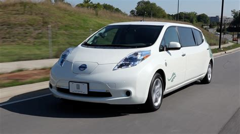 Leaf Electric Car by Four Special Nissan Leaf Electric Cars To Celebrate 4