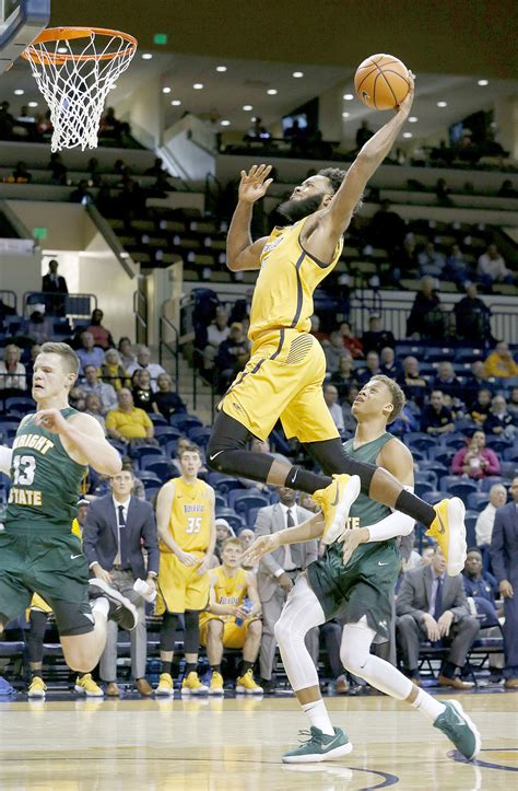 toledo basketball team remains stuck   middle  blade
