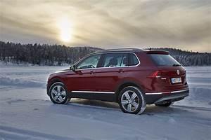 Nouveau Tiguan Occasion : volkswagen tiguan 2016 nouvelle vid o sur la neige l 39 argus ~ Maxctalentgroup.com Avis de Voitures