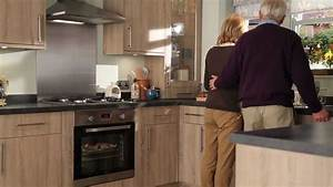 Elancon chene blanchi cuisine bois traditionnelle youtube for Idee deco cuisine avec cuisine noir et bois