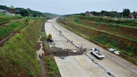 kejar target lebaran  konstruksi jalan tol batang