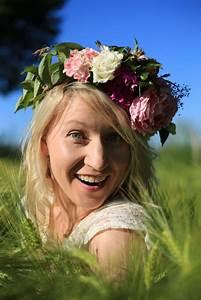 Couronne Fleur Cheveux Mariage : la couronne de fleurs l accessoire tendance pour votre mariage mon mariage pas cher ~ Melissatoandfro.com Idées de Décoration