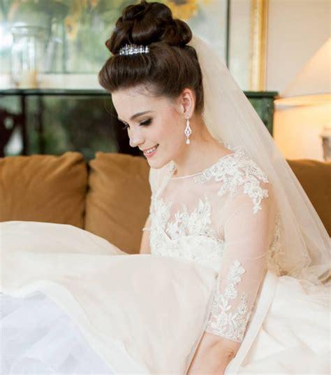 coiffure pour un mariage chignon photo coiffure mariage un chignon haut pour cheveux