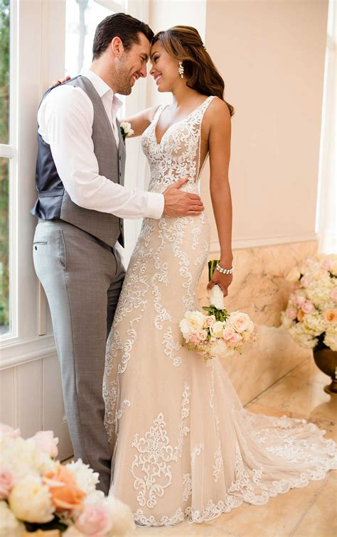 Lace Wedding Dress With Sheer Cutouts  Stella York. Cheap Wedding Dresses Chicago Il. Beach Wedding Dresses In Hawaii. Lace Wedding Dress Off The Shoulder. Black Bridesmaid Dresses Uk