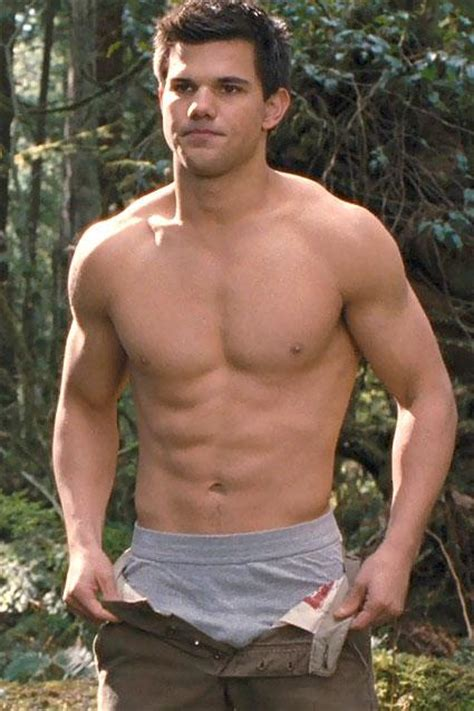 Taylor Lautner Muscular Body | height and weights