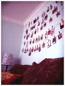 Fotos Schön Aufhängen : living room polaroid wall fotos aufh ngen aufh ngen und ~ Lizthompson.info Haus und Dekorationen
