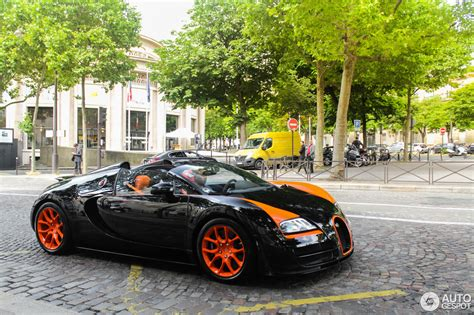 With its 1200 hp and a top speed of 408 km/h, the grand sport vitesse is the fastest and most powerful production roadster in the world. Bugatti Veyron 16.4 Grand Sport Vitesse World Record Car Edition - 7 July 2016 - Autogespot
