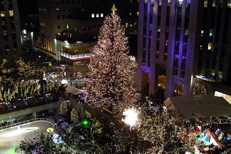 watch the 2016 rockefeller christmas tree lighting live