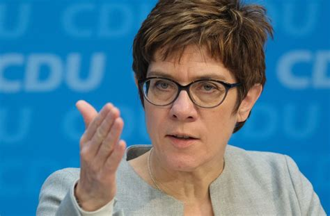Born 9 august 1962 sometimes referred to by her initials of akk is a german politician serving as minister of defence since july 2019 and former leader of the christian democratic union cdu. Annegret Kramp-Karrenbauer: CDU-Vorsitzende sieht ...