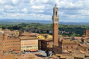 Frescoes, paintings, churches and castles in Siena area