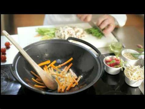 la rousse cuisine comment poêler au wok larousse cuisine