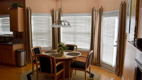 Window Blinds And Curtains by Dressing A Bay Window With Blinds And Curtains Ideas