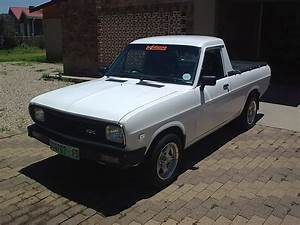 1990 Nissan Pickup - Overview