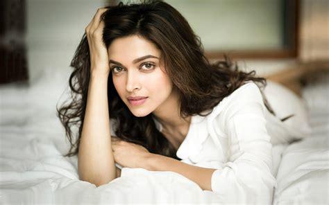 Bollywood Actress Deepika Padukone Hd Wallpapers  Page 10
