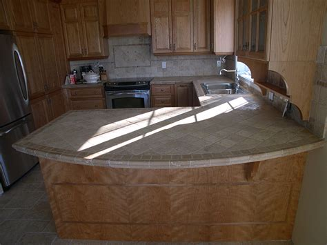 comptoir stratifi rona cuisine avec comptoir de surface dure et armoires de bois clair