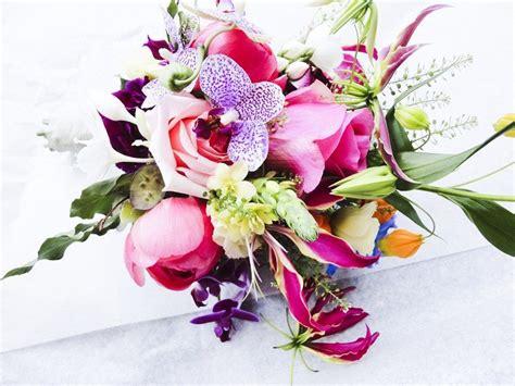 alle verschillende bloemen uniek bloemstuk met veel verschillende bloemen en kleuren