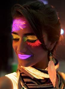 Maquillage Fluo Visage : peinture corps et visage moon fluo violet intense aux ~ Farleysfitness.com Idées de Décoration
