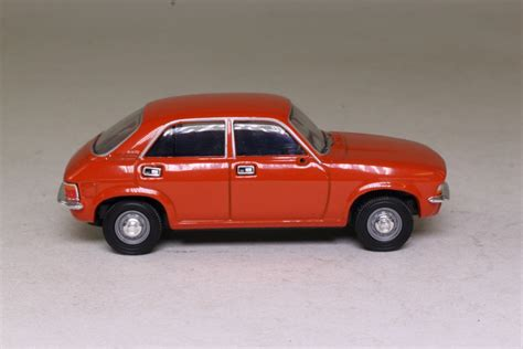 Vanguards VA45003; Austin Allegro; Blaze Red 52846