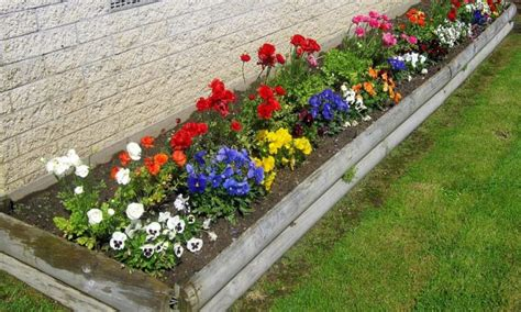 Backyard Flower Garden Design by 15 Impressive Small Flower Garden Ideas