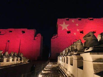 埃及三大世界文化遗产地标打出中国国旗 向中国抗击新冠肺炎疫情表达支持