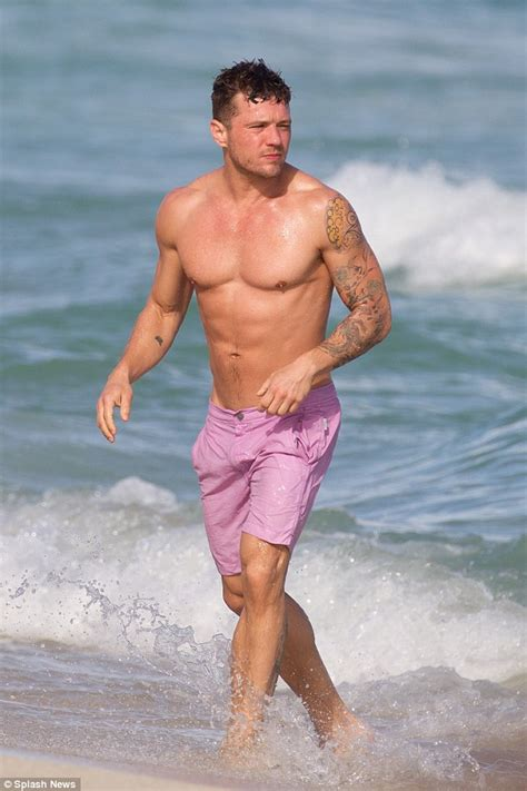 ryan phillippe shows off his ripped torso as he hits the beach in miami daily mail online