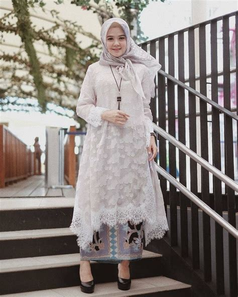 pin oleh nuna  jafrie  kebaya model pakaian