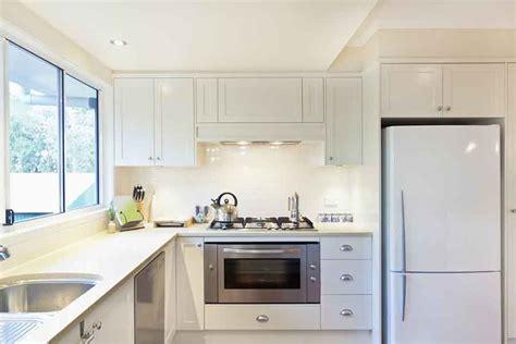 small white kitchen island geladeira branca ou inox qual combina com a sua decoração