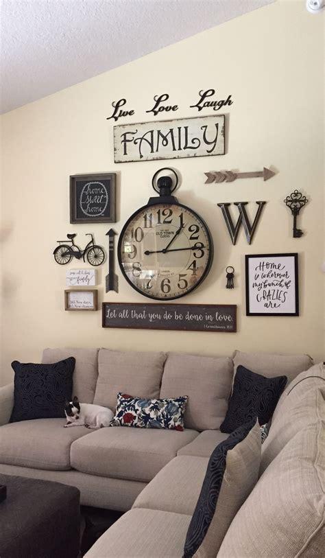 Take a look at 50+ charming farmhouse wall decor ideas in this article. Farmhouse Gallery Wall - These rustic wall decor ideas will add the eclectic war   Farmhouse ...