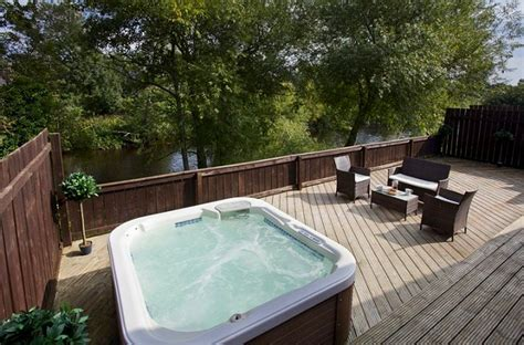 Uredale Riverside Holiday Lodge With Hot Tub